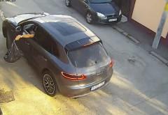 Gibon cu Porsche, filmat cand arunca un sac de gunoi pe o strada din Ploiesti. B-555-GIB, numar bine ales