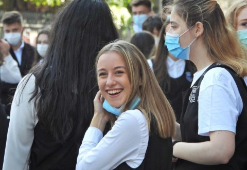 Ministrul Educației: De luni, fără mască în curtea școlii