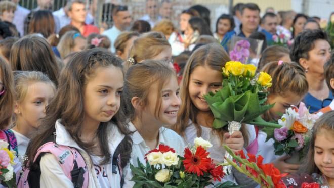 Ministrul Educației: Sperând că nu vom avea un al patrulea val, pe 13 septembrie toată lumea va reveni la școală cu prezență fizică