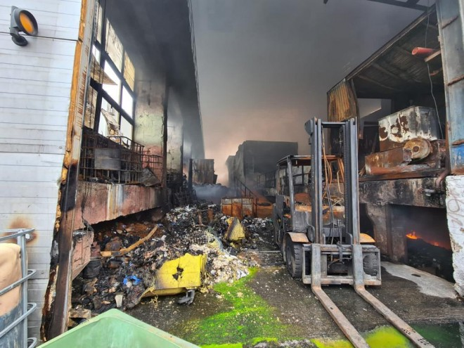 Pompierii continua sa inunde platforma Eco Burn. Inca exista focare ce ard mocnit