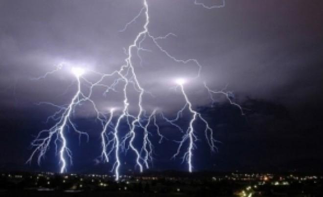 ALERTĂ - COD GALBEN de furtuni în 31 de județe: se anunță trei zile de ploi torențiale