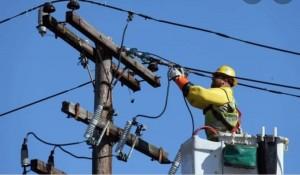 Reguli noi pentru distribuitorii de electricitate. ANRE îi obligă la plata compensațiilor pentru întreruperi și la racordarea consumatorul în cel mult 90 de zile de la solicitare