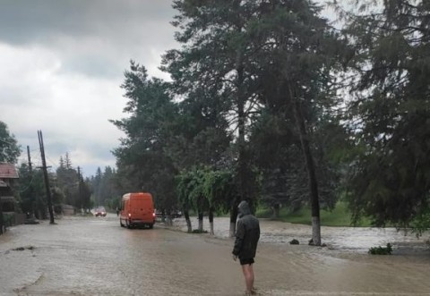 Asa arata orasul Slanic in 2021, dupa ploaie