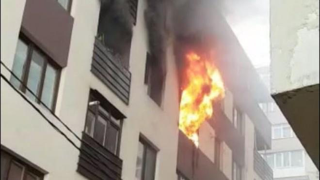 Incendiu violent intr-un apartament din Breaza. 18 locatari s-au autoevacuat
