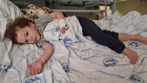 Târg caritabil, în Ploieşti, dedicat unei fetiţe care are nevoie urgentă de tratament