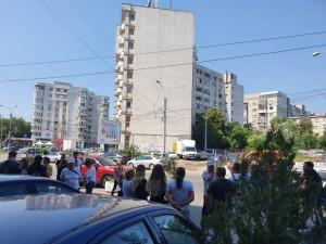 Protest la Tribunalul Prahova. Rudele persoanelor acuzate de fraudă electorală la Ciorani cer judecarea în libertate