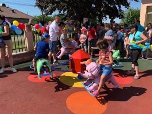 Primăria comunei Drăgănești a inaugurat un loc de joacă modern pentru copiii din satul Bărăitaru