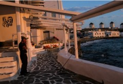 Insula Mykonos, pustie. Turiștii pleacă acasă din cauza restricțiilor
