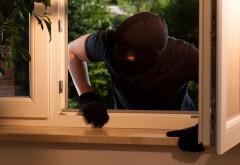 Ploiesti: Doi hoti, de 16 si 17 ani, au intrat pe geamul unei case si au furat tot ce au apaucat