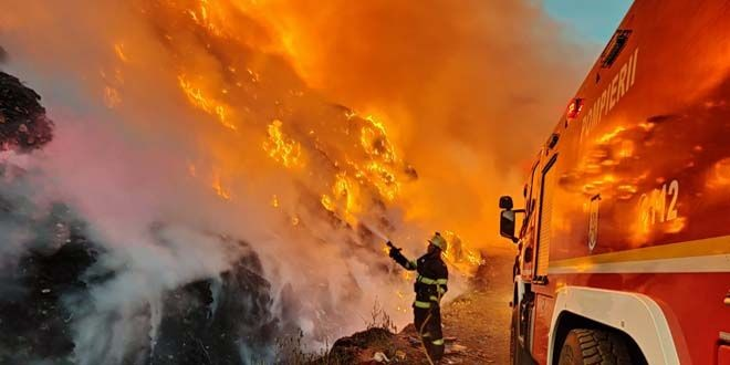 Incendiu urias in Prahova, la un centru de incarcare butelii. Un tanar de 17 ani, in stare grava, focul a cuprins locuinte si masini