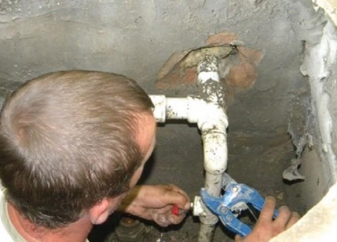 Ca pe vremea lui Cesusescu! La Paulesti, apa va fi rationalizata. Cine uda gradina sau spala masina cu apa din reteaua publica va fi amendat sau debransat!