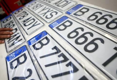 Anumite numere de înmatriculare, interzise pe șosele. Prin ele: ION, INA, KGB, PLM sau XXX