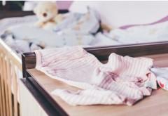 Fetiță de trei luni, găsită fără suflare de mama ei, în Vălenii de Munte