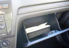 O soferita si-a lasat banii si bijuteriile in torpedoul masinii, fara sa incuie autoturismul. Ce credeti ca s-a intamplat? :)