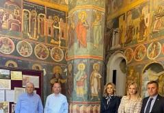 """SMV Ploiesti, o noua donatie in """"Anul lui Vlad Tepes"""": Efigiile ctitorilor Manastirii Snagov au fost oferite astazi lacasului de cult"""