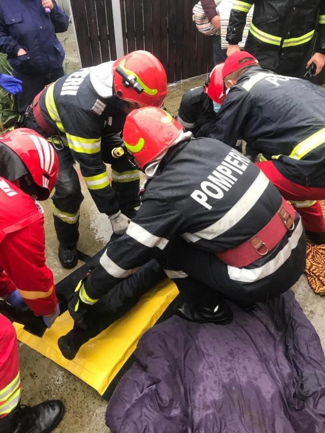 Tragedie! Doi soti din Valea Calugareasca s-au intoxicat cu gazele emise de damigenele cu must din beci. Femeia a decedat, barbatul, in stare grava