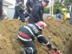 Bărbat prins sub un mal de pământ, în timpul lucrărilor la canalizarea din Vălenii de Munte