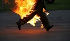 După o ceartă cu soţia a vrut să dea FOC casei, dar flăcările l-au cuprins şi pe el
