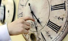 ORA DE IARNĂ 2014. România trece în noaptea de sâmbătă spre duminică la ora oficială de iarnă