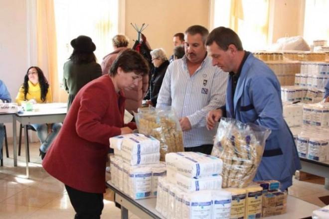 Guvernul a distribuit deja 2,6 milioane de tichete pentru ajutoarele alimentare
