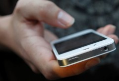 Hoţ prins în timp ce deposeda o femeie de telefonul mobil. Află ce a păţit