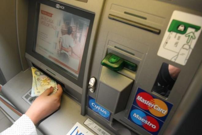Sigur nu ştiai asta! Câţi bani îţi opreşte banca din SALARIUL primit pe card