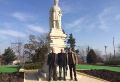 Mircea Cosma, alaturi de fratii de peste Prut. Presedintele CJ Prahova a depus flori la bustul regelui Burebista