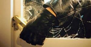 Atenţie mare la hoţii din locuinţe! Ce a păţit un ploieştean