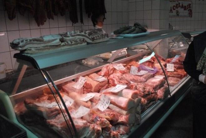 Carne EXPIRATĂ în magazinele din Plopeni