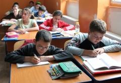 """1.631 de elevi prahoveni beneficiază de """"BANI DE LICEU"""" de la Guvern"""