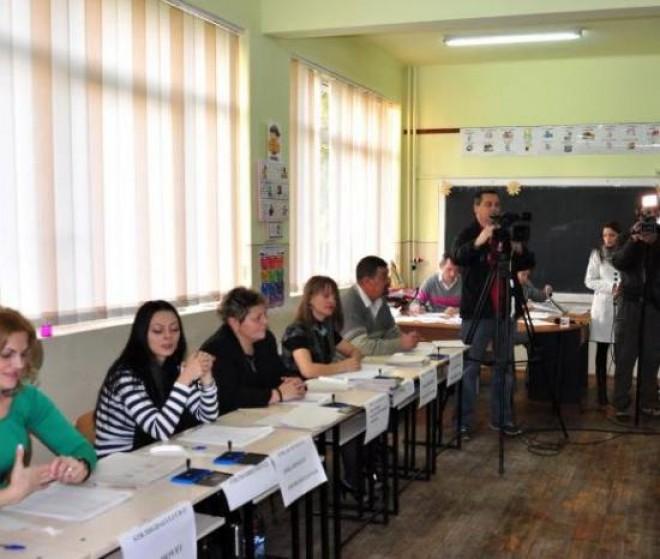 Peste 5 milioane de români au votat până la ora 13:00