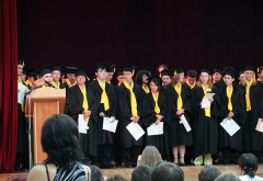 Mii de absolvenţi la teologie vor intra în ŞOMAJ. Ce se întâmplă cu ei