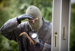 Doi hoţi au dat buzna într-un magazin din Vălenii de Munte. Află care a fost DEZNODĂMÂNTUL