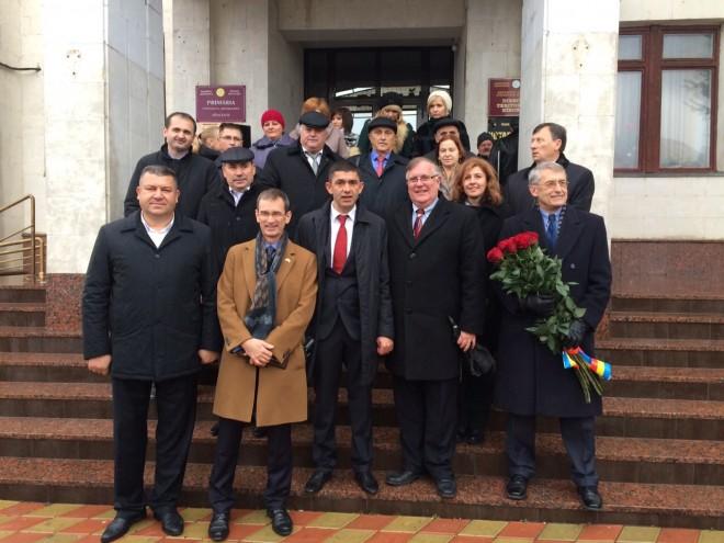 Mircea Cosma, alături de reprezentanţii Ambasadei SUA în Republica Moldova FOTO
