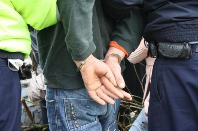 Infractor condamnat pentru trafic şi sex cu minori, reţinut în Boldeşti-Scăieni