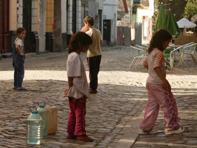 Minor de 6 ani obligat de mamă să cerșească în zona de nord a Ploieștiului
