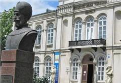 """Volumul """"Ultimul zbor cu soţii Ceauşescu"""", lansat la Muzeul Judeţean de Istorie"""