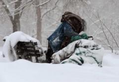 Persoane fără adăpost din Ploiești, duse la căminul Liceului de Chimie