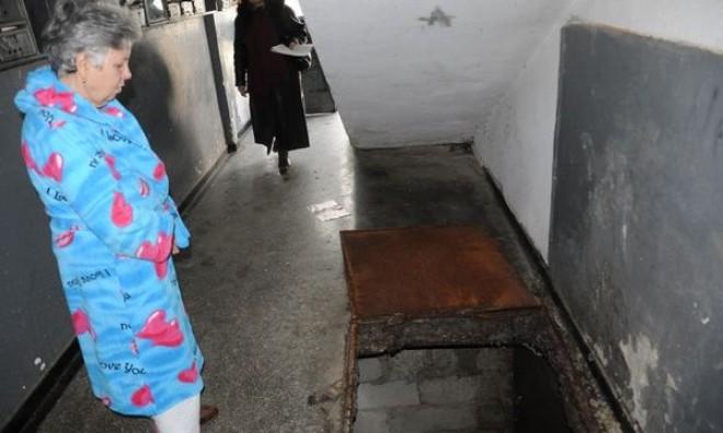 Locuitorii unui bloc din Campina auzeau zgomote in subsol. Ce au descoperit politistii este INCREDIBIL