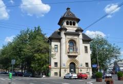 Maşina unui procuror al Tribunalului Prahova, spartă de hoţi