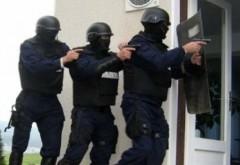 Descinderi la persoane acuzate de tentativă de omor şi furturi din locuinţe. Au spart și casa unui POLITICIAN