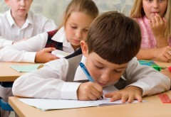 Ce riscă părinții care nu-și trimit copiii la școală