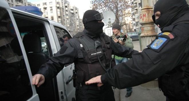 Traficanţi de ţigări din Prahova, săltaţi de poliţişti. Ce au descoperit aceştia
