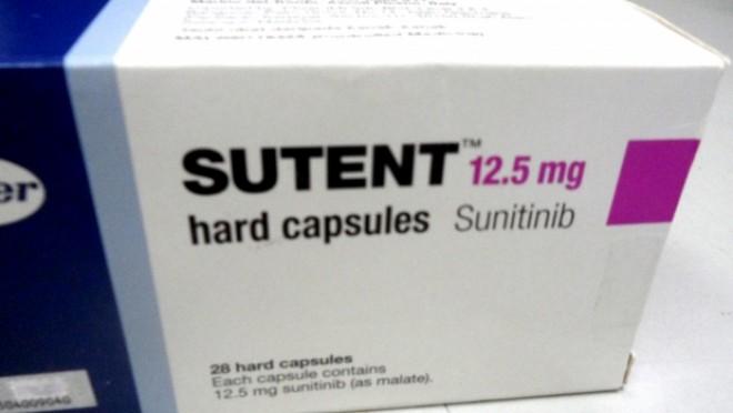 Detalii ŞOCANTE despre mafia medicamentelor contrafăcute. Suspecţii îşi trimiteau sms-uri din duba poliţiei