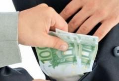 Un profesor din Ploieşti, cercetat penal pentru LUARE DE MITĂ de la zeci de elevi