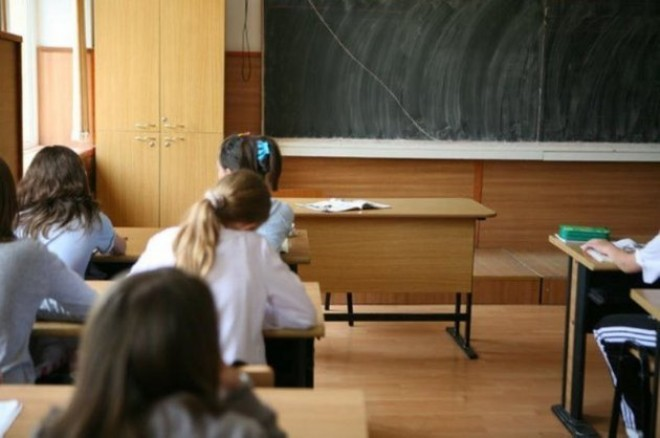 Profesorul şpăgar de la Liceul 1 Mai are INTERZIS să intre la ore