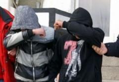 Nu-ţi vine să crezi de ce au spart doi tineri un magazin din Ploieşti