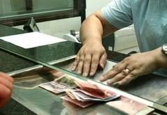 Angajaţi din Prahova, OBLIGAŢI să ia credite bancare pentru patroni