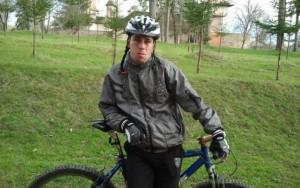 """Biciclist din Câmpina, AMENDAT pentru că circula pe zăpadă: """"Nici dacă o vând nu iau atâţia bani"""""""