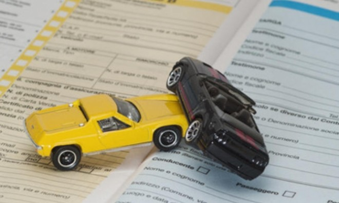 Veste FOARTE BUNĂ pentru şoferii sub 25 de ani. Ce au decis autorităţile cu privire la poliţele RCA